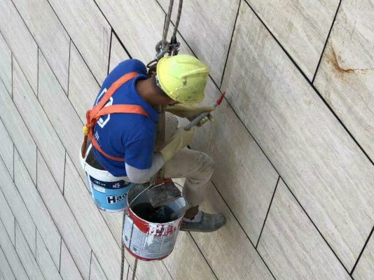 外墙渗水最简单的方法_www.pj8.com堵漏_专业防水施工