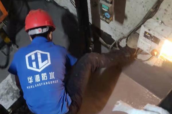 电梯井为什么会漏水积水呢_电梯井新葡萄京娱乐场app施工