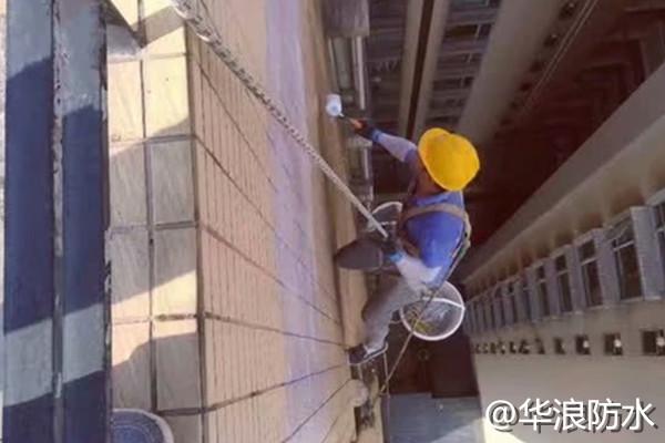 外墙渗漏水导致又霉变又起泡要怎么解决?广州防水老师傅教你